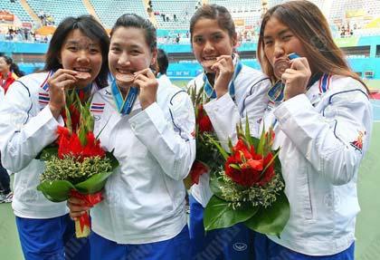 วรัชญา วงศ์เทียนชัย, แทมมารีน ธนสุกานต์, ณัฐนิดา หลวงแนม และนพวรรณ เลิศชีวะกานต์ สี่สาวเทนนิสไทย รับเหรียญทองแดงเทนนิสหญิงประเภททีม