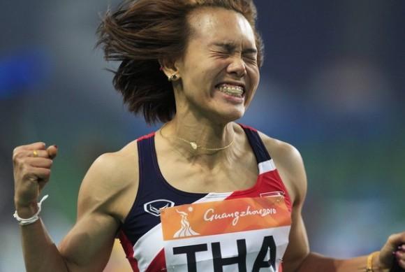 Members of Thailand's women's 4x100m relay team celebrate
