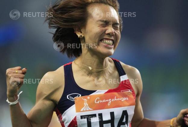 Members of Thailand's women's 4x100m relay team celebrate