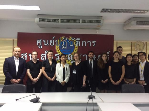European Union in Thailand 22 ตุลาคม 2016 เวลา 11:00 น. · [English below] ผู้แทนจากคณะผู้แทนสหภาพยุโรปและนักการทูตจากสถานทูตต่างๆได้มาร่วมรับฟังการแจ้งข้อกล่าวหาต่อ น.ส. ศิริกาญจน์ เจริญศิริ ที่สถานีตำรวจสำราญราษฎร์