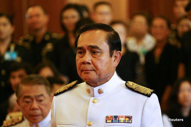 บีบีซีไทย - BBC Thai 16 ตุลาคม 2016 เวลา 0:21 น. · นายกรัฐมนตรี พร้อมด้วยพลเอกเปรม ติณสูลานนท์ ผู้สำเร็จราชการแทนพระองค์ เข้าเฝ้าถวายรายงานข้อราชการต่อสมเด็จพระบรมโอรสาธิราชฯ สยามมกุฎราชกุมาร ฯ