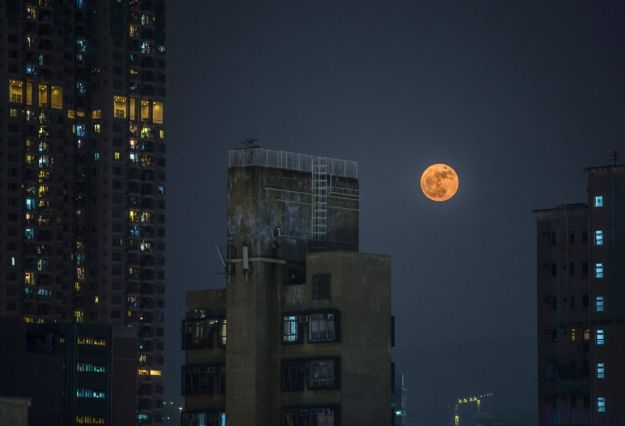Monday's 'supermoon': The biggest and brightest in 68 years haaretz - By Ido Efrati Nov 14, 2016 . A 'supermoon' rises over residential buildingS in the Kowloon district of Hong Kong on November 14, 2016. saac Lawrence / AFP