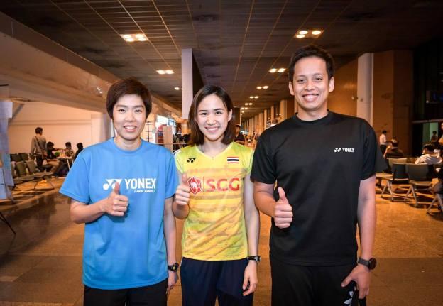 SIAMSPORT NEWS ได้เพิ่มรูปภาพ 4 ภาพและวิดีโอ 1 ไฟล์ 19 มิถุนายน 2017 เวลา 0:23 น. · #ถึงบ้านแล้ว #สาวยิ้มหวาน ณิชชาอร จินดาพล นักแบดมินตันสาว เดินทางกลับถึงประเทศไทยแล้ว