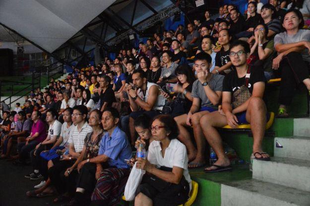 """badmintonthai - ประเภทหญิงเดี่ยวรอบรองชนะเลิศ """"เมย์"""" รัชนก อินทนนท์ เจ้าของแชมป์เก่าในปี ค.ศ.2013 มืออันดับวาง 1 ของรายการ มืออันดับ 8 ของโลก ลงสนามพบกับ จาง ไบเหวิน มืออันดับ 3 ของรายการ มืออันดับ 14 ของโลกจากสหรัฐฯ"""
